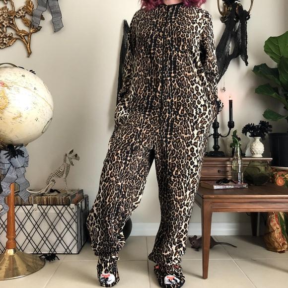 89b1e013a2 Nick   Nora Leopard Cat Footed Pajamas. M 5bb179f512cd4aabba95f7b5